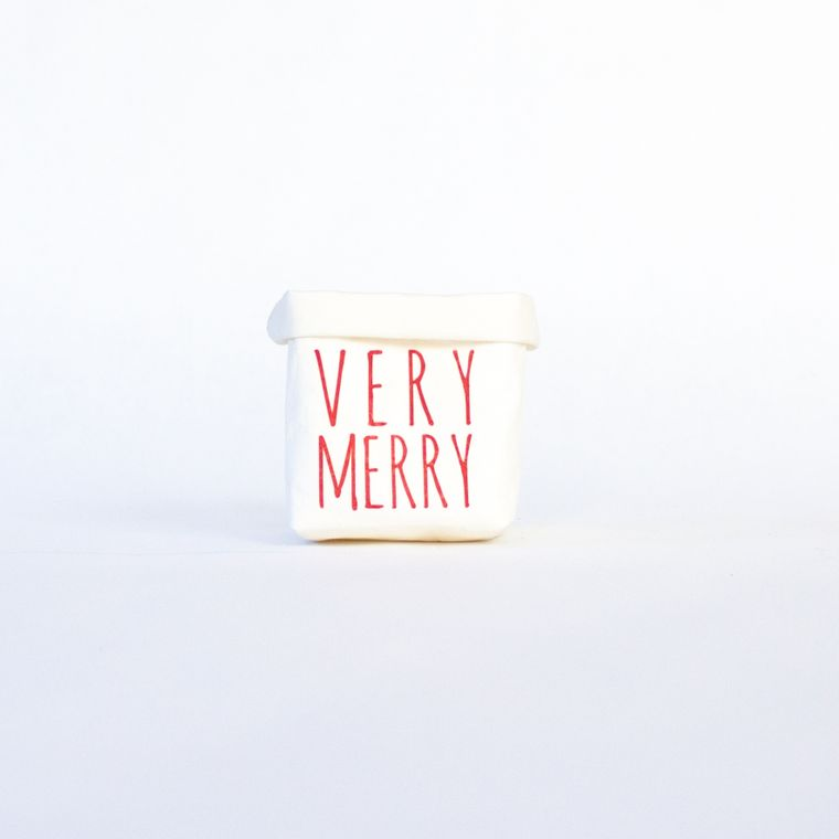 Very Merry Tiered Tray Paper Leather Pot